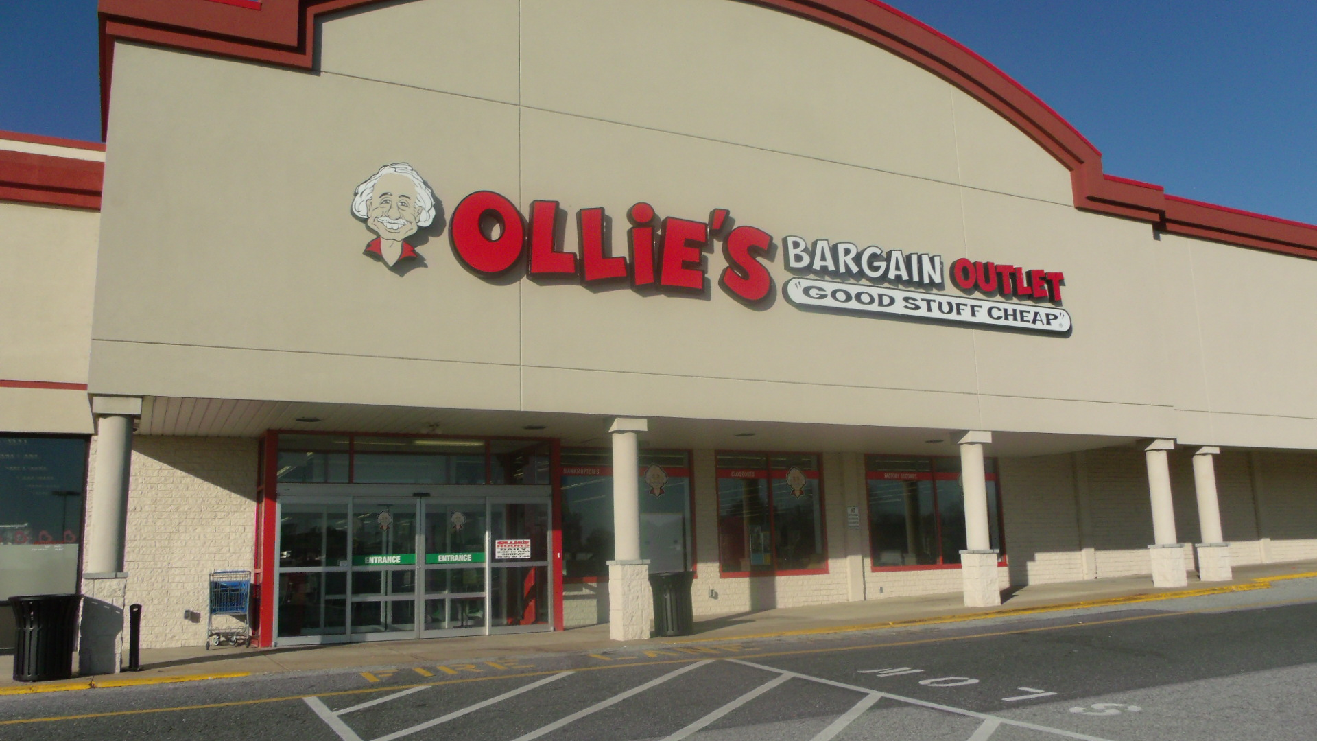 Ollie's, Grand Opening, East Towne Centre